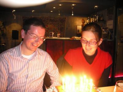 Yo mismo y Esther, a punto de soplar las velas