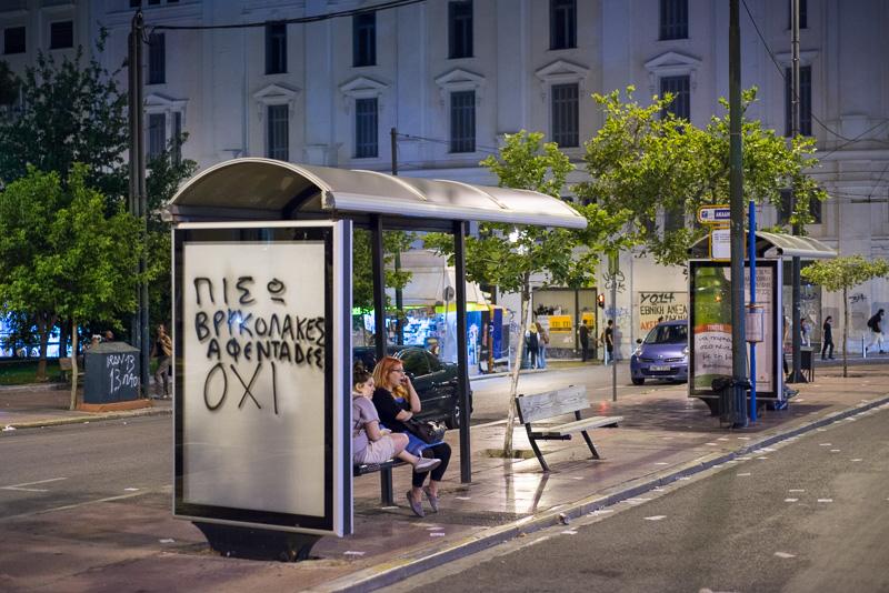 Aufruf der OXI-Anhänger an einer Bushaltestelle