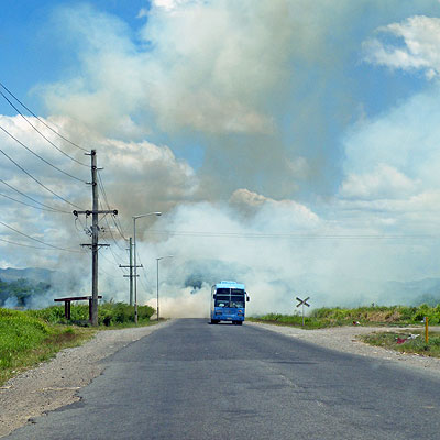 Zuckerrohrqualm - Queens Road - Lautoka to Nadi - Fiji Islands - 20091023 - 12:35