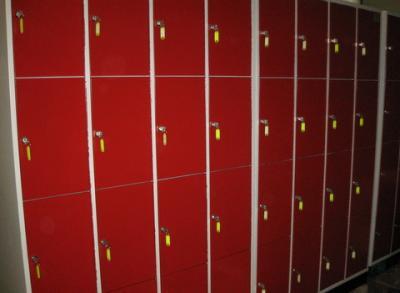 Kasten met 16 lockers