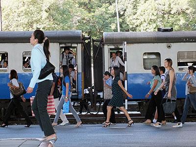 Asok Train Station - Thanon Kamphaeng Phet 7 x Thanon Asok-Din Daeng - Makkasan - 23 August 2011 - 8:15