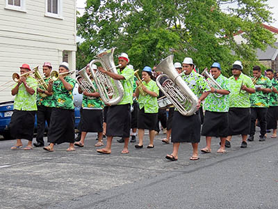 Christmas Parade - Tongan Church Band - Queen Street - Northcote Point - 24 December 2015 - 18:01