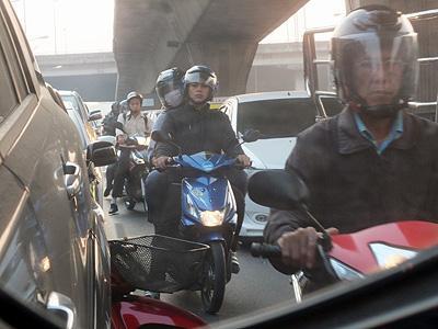 Thanon Sukhumvit - Phra Khanong - Bangkok - 15 February 2013 - 7:45
