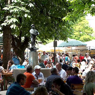 Viktualienmarkt am Weiß Ferdl-Brunnen