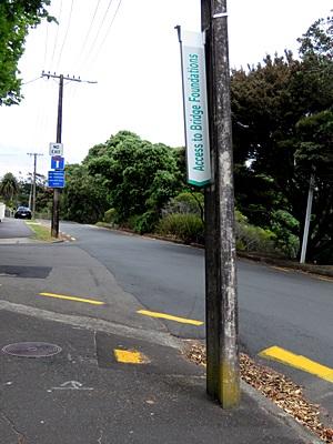 Queen Street x Alma Street - Northcote Point - Auckland - New Zealand - 25 December 2016 - 13:56