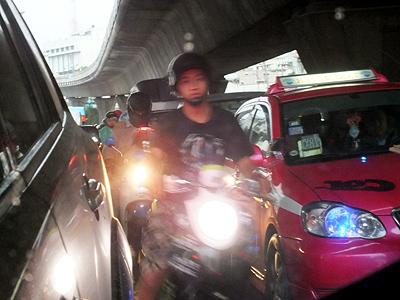 Thanon Sukhumvit - Phra Khanong - Bangkok - 14 September 2012 - 16:25