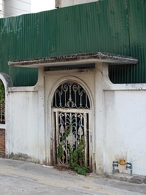 Soi Sathu Pradit - Chong Nonsi - Yan Nawa - Bangkok - 1 May 2012 - 7:43