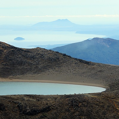 Blue Lake in front of Lake Taupo - Tongariro Alpine Crossing - New Zealand - 14 January 2017 - 11:11