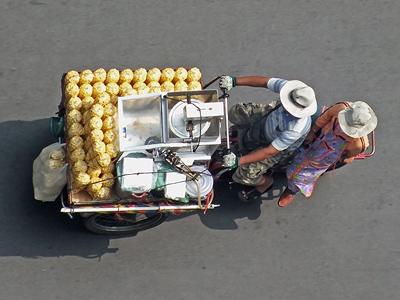 Thanon Narathiwas Rajanagaindra - Bang Rak - Bangkok - 29 January 2013 - 11:27