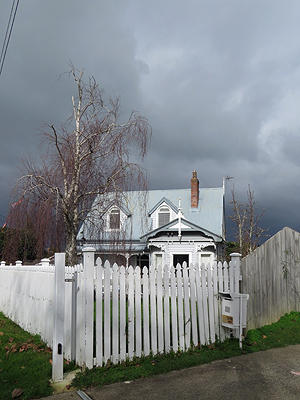 Waimana Avenue - Northcote Point - Auckland - New Zealand - 27 July 2016 - 11:27