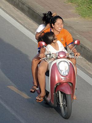 Thanon Srisoonthorn - Cherng Talay - Thalang - Phuket - 17 August 2013 - 17:50