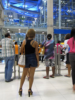 International Arrivals - Suvarnabhumi Airport - Bangkok - 8 August 2012 - 20:22