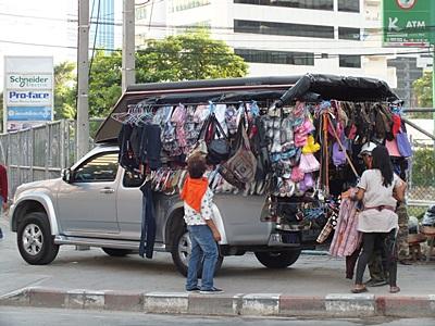 Ratchadapisek Road - Huay Khwang - Bangkok - 24 August 2011 - 7:13