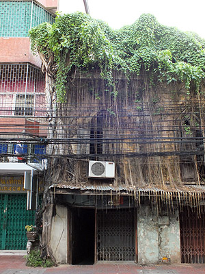 Thanon Anuwong - Chakkrawat - Samphanthawong - Bangkok - 4 June 2012 - 8:10