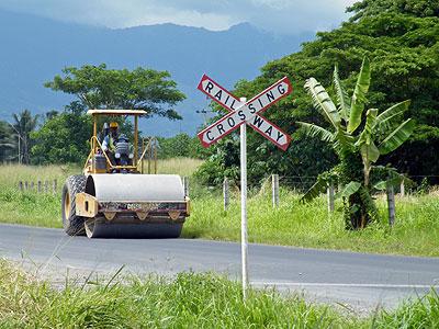 Railway Crossing - Nadi Back Road - Fiji Islands - 28 February 2011 - 15:05