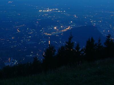 Salzburg bei Nacht vom Gaisberg aus gesehen