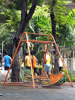 Charoen Nakhon Soi 15 A - Khlong San - Bangkok - 15 August 2011 - 7:53