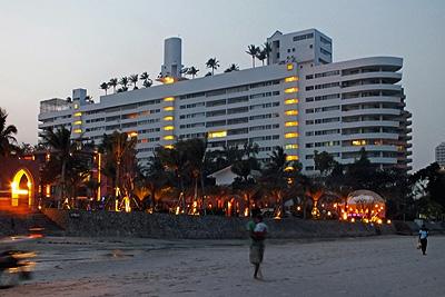 Petchakasem Road - Soi 83/1 - Hua Hin - Thailand - 24 December 2011 - 18:21