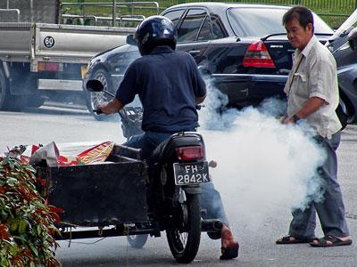 'Ist gut jetzt - lass mal langsam die Kupplung kommen ...' - Sungei Road - Singapore