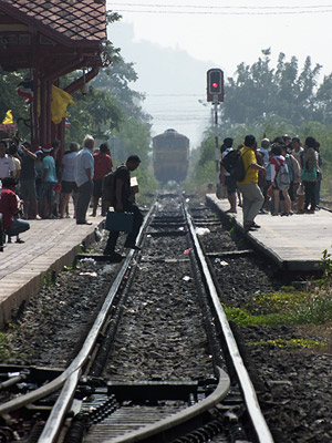 Train Station - Hua Hin - Thailand - 25 December 2011 - 12:34