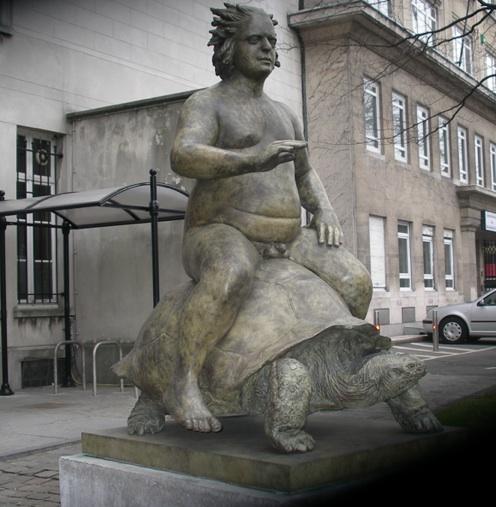 Belgien-Urlaub: Rathaus-Statue.