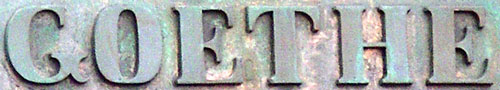Die Namensplakette des Goethedenkmals
