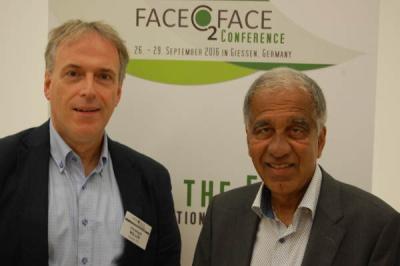 Christoph Müller und Mojib Latif (r.) auf der Klimakonferenz in Gießen. (Bild: m_)