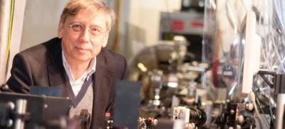 Laserphysiker Ulrich Höfer (Bild: Uni Marburg)