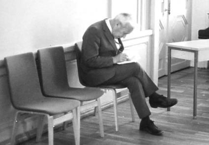 Andrei Nikolajewitsch bereitet in Tallin einen Vortrag vor.