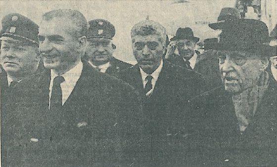 Adolf Schärf führt 1965 das Empfangskomittee für Reza Pahlevi an.