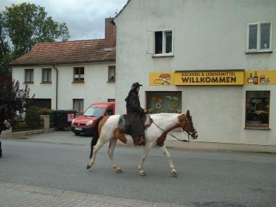 Altstadtcowboy vor der Bäckerei Willkomm, Stolpen-Altstadt