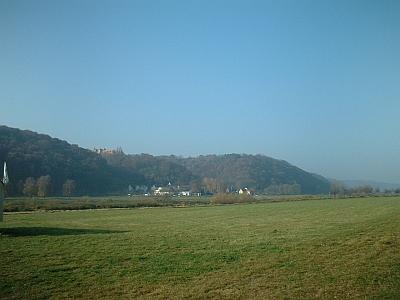 Blick vom Elbradweg bei Brockwitz auf Schloss Scharfenberg