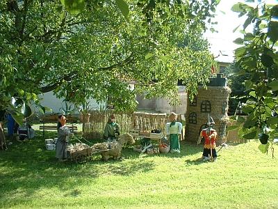 Strohfiguren zum Seeligstädter Dorffest