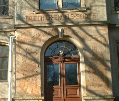 """Friedrich-Engels-Schule Kleinnaundorf, jetzt Kindergarten """"Wurzelzwerge"""""""