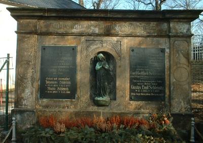 Grabmal der Familie Schleinitz auf dem Friedhof Kleinnaundorf