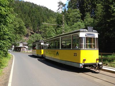 Kirnitzschtalbahn am Lichtenhainer Wasserfall