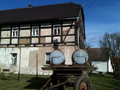 Fachwerkhaus mit Milchwagen in Schmiedefeld