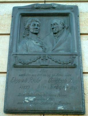 Denkmal für Elisa von der Recke und August Tiedge am Hotel Bellevue