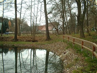 Deutschenbora, Blick über den Parkteich zur Klotz-Mühle