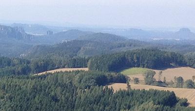 Blick vom Weifbergturm auf Affensteine, Schrammsteine, Falkenstein und Lilienstein