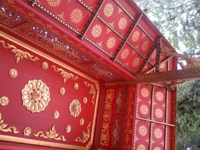 Holzdecke einer Sala Thai