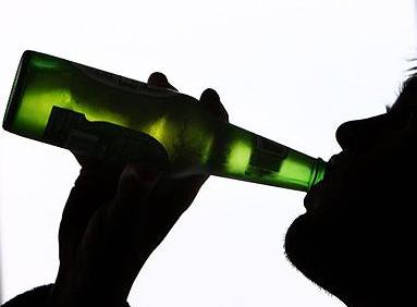 La ayuda del médico para casa a la dependencia alcohólica